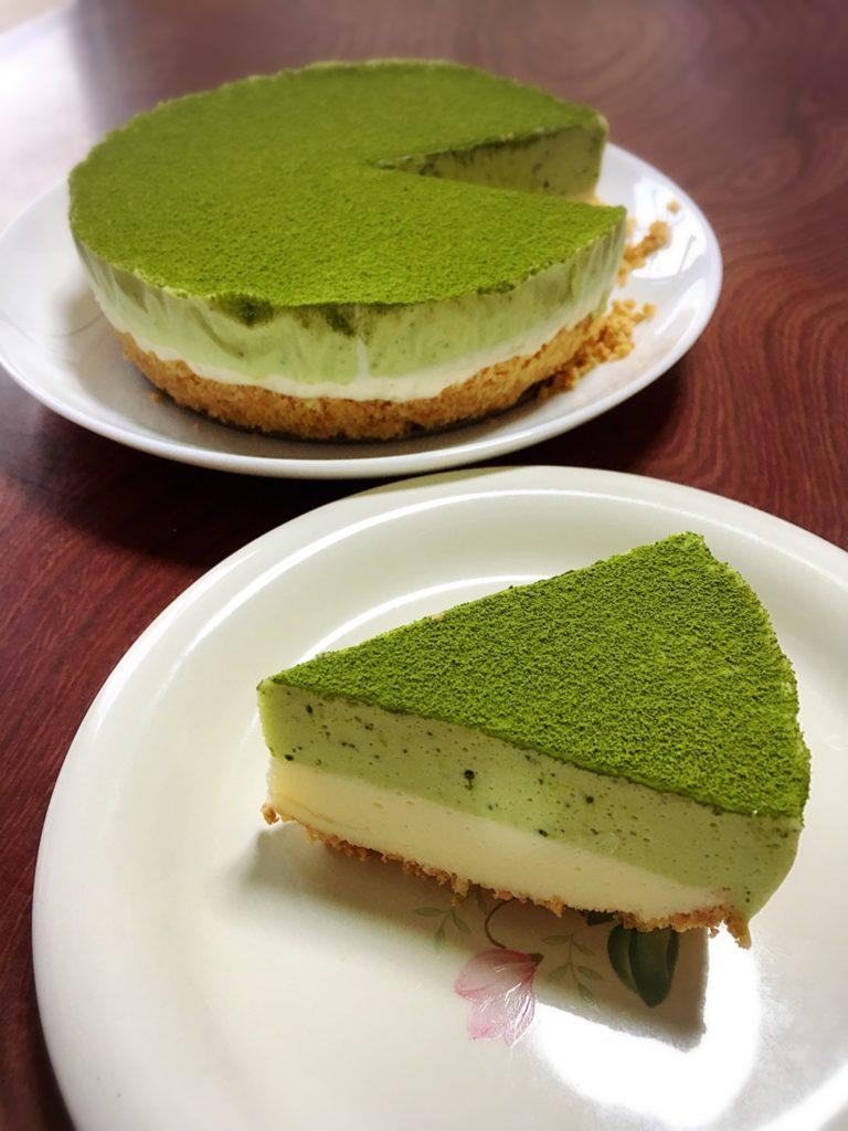 二層の抹茶レアチーズケーキ