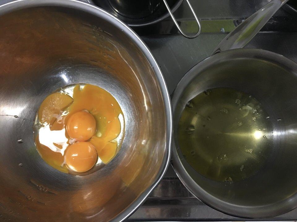卵黄と卵白と分ける